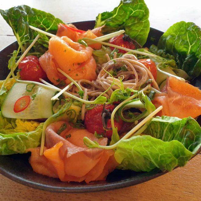 noedels salade zalm Heerenveen bezorgen